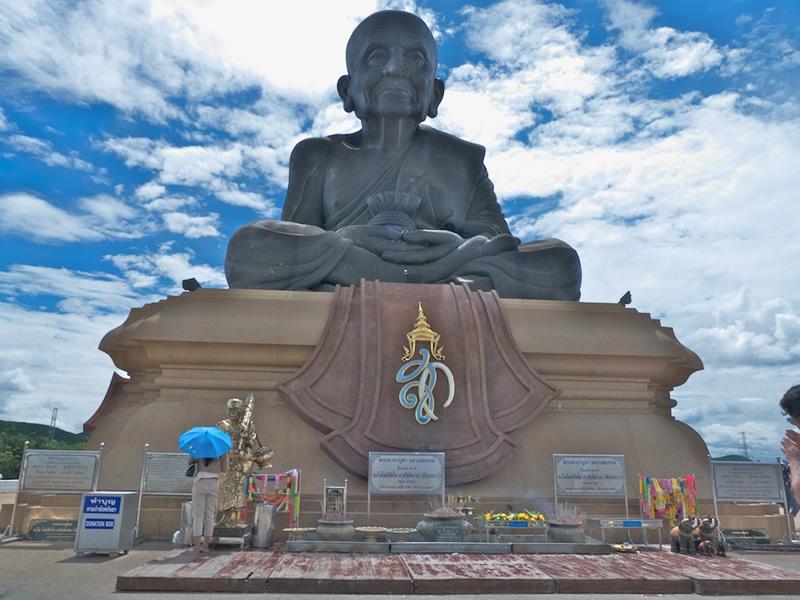 Huay Mongkol Temple.jpg