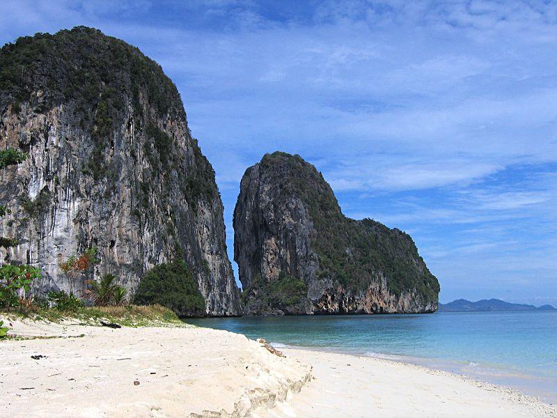 Koh Lao Liang Island.jpg