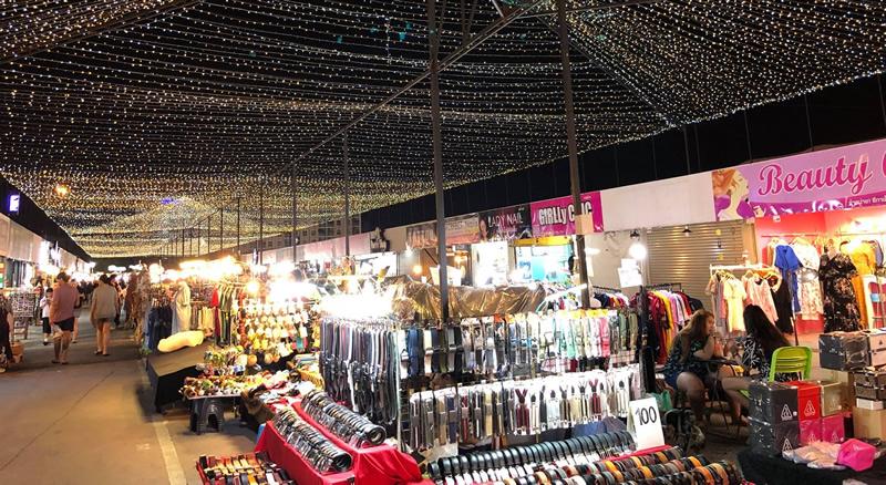 Liab Duan Night Market.jpg