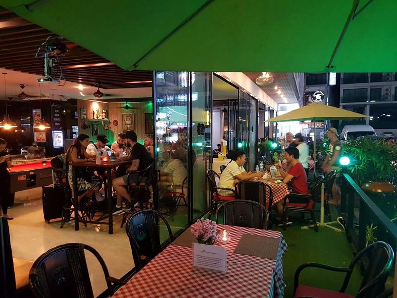Hemmingways Pub and Restaurant.jpg