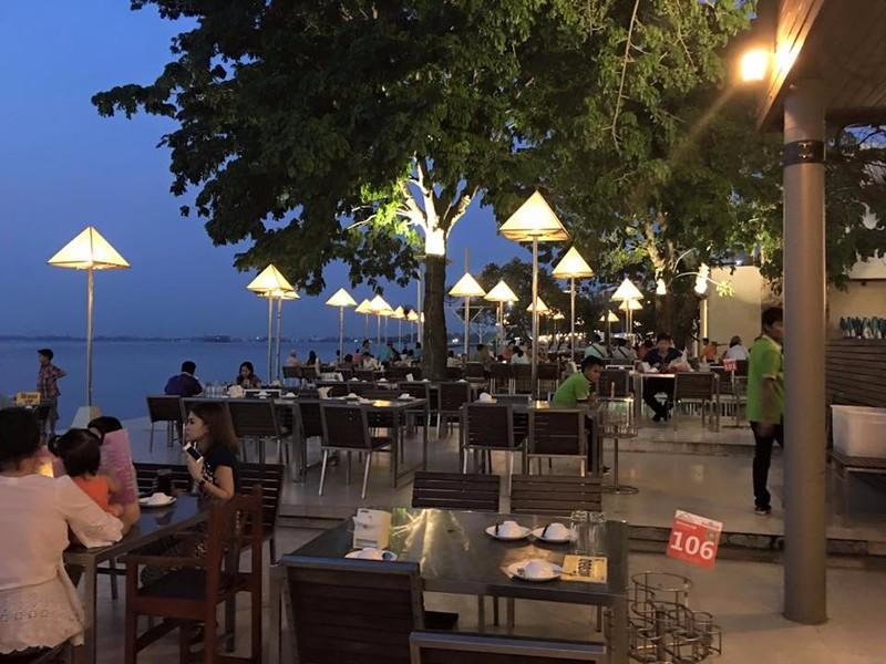 Moom Aroi Seafood Restaurant Naklua.jpg