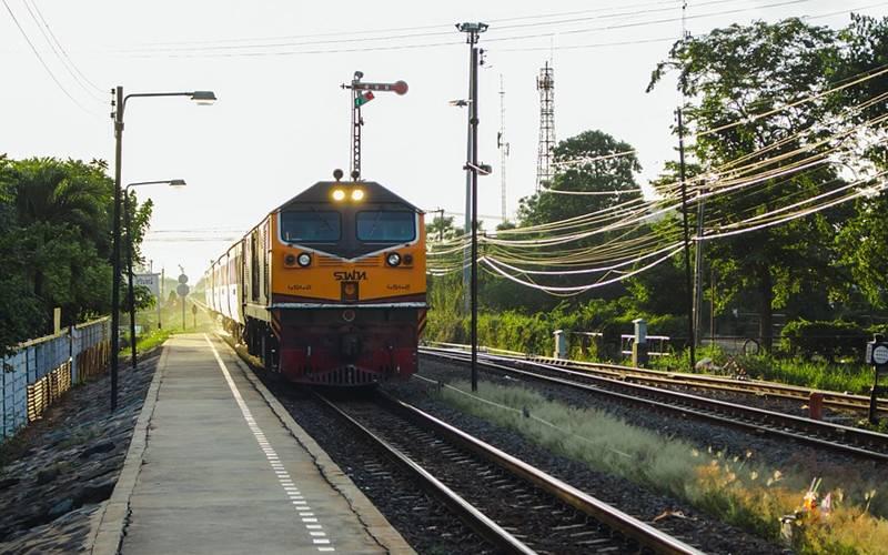 train-2887610_960_720_副本.jpg