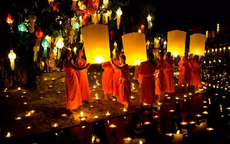 loy_krathong_lantern_buddhist_monks_light_thailand_chiangmai_festival-1369440.jpg