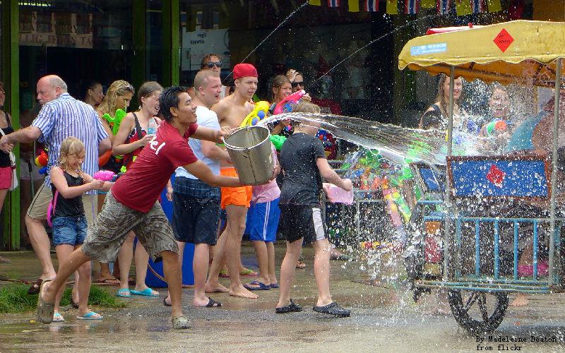 People throw people to Tuk Tuk.