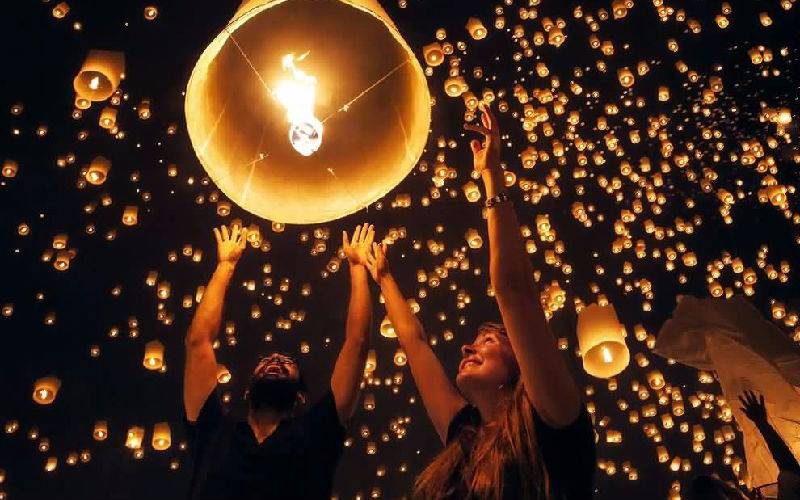 Fly your lantern of vow in romantic Loy Krathong Festival