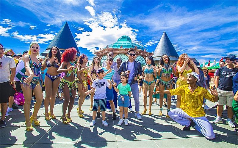 Ba Na Hill Amusement Park, Da Nang.jpg
