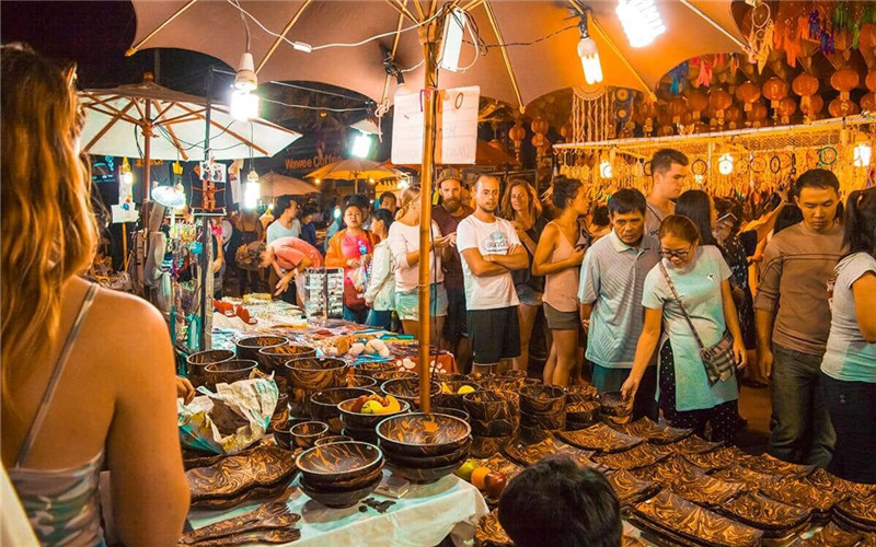 Chiang Mai Night Bazaar.jpg