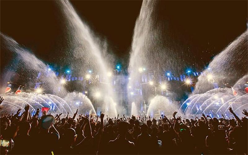 RCA Club Street Songkran Festival.jpg