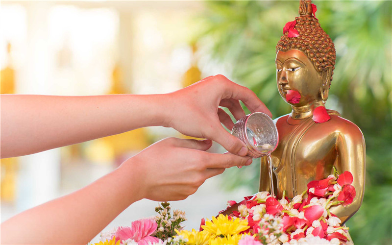 watch the bathing rites of Buddha images.jpg