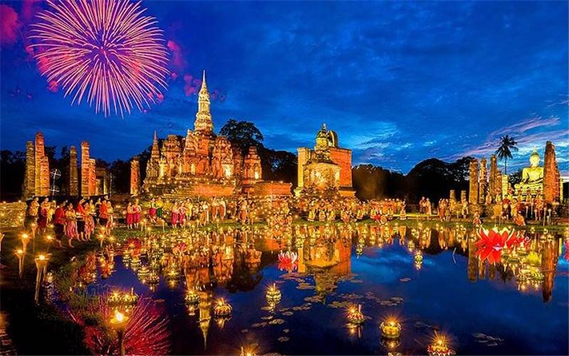 Sukhothai Loy Krathong Festival.jpg