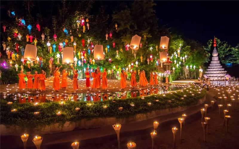 Wat Phan Tao Yee Peng Festival.jpg