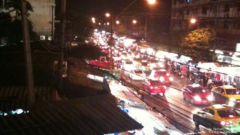 Huai_Khwang_at_night_-_panoramio.jpg