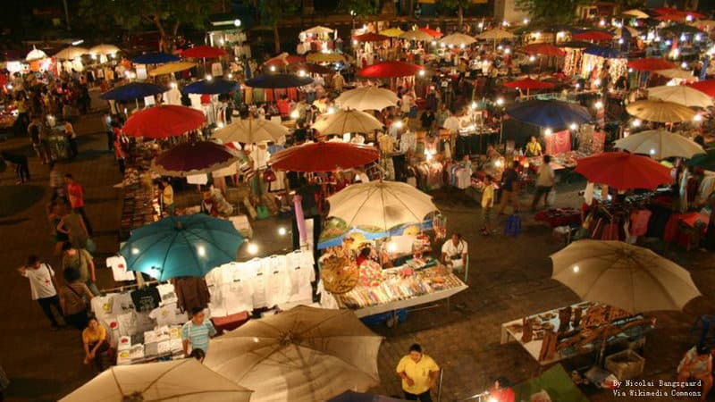 Chiang Mai night bazaar.jpg