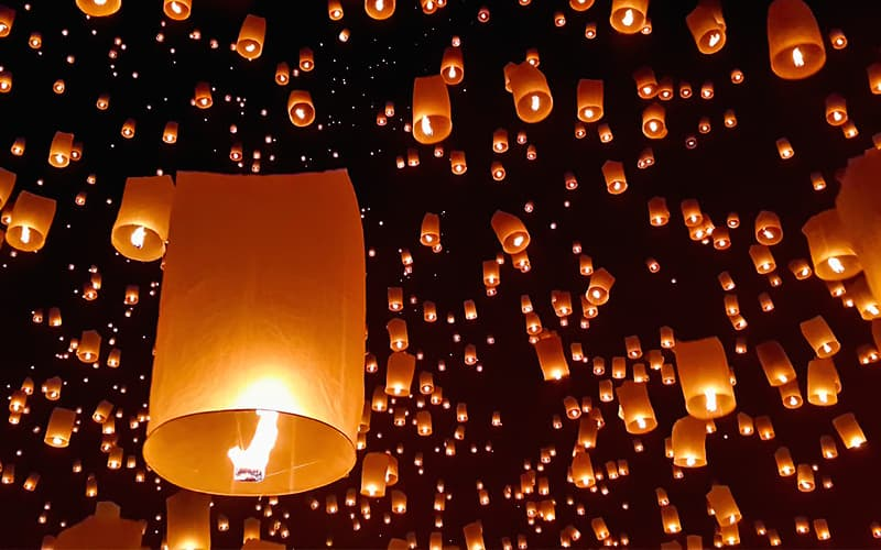 Loi Krathong Lantern Festival: Most Beautiful Holiday in Thailand