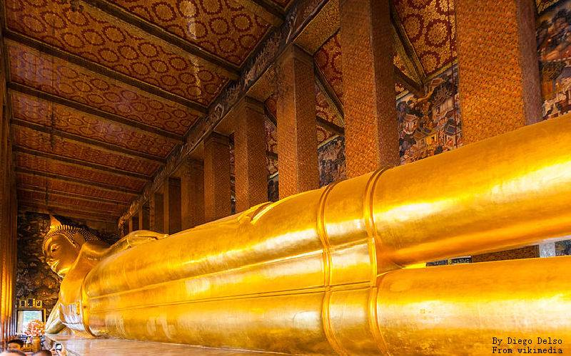 Wat Pho in Bangkok: the Temple of Reclining Buddha
