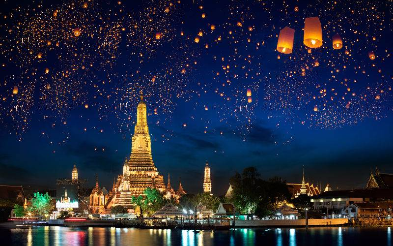 Picture: Wat Arun at night.