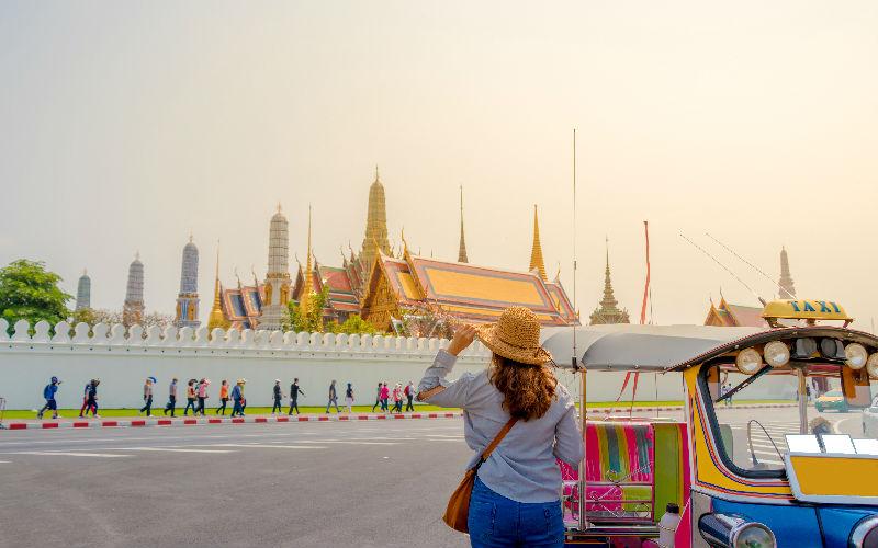 Thai Temple Etiquette.jpg