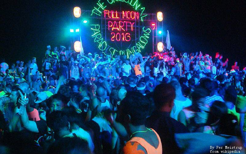 Ultimate Full Moon Party experience: fire wall, big sound system and dacing with over 30,000 people!