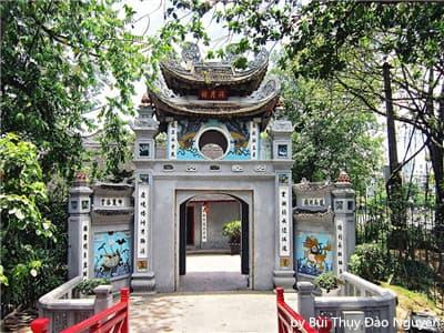 The Jade Mountain Temple ( Ngoc Son Temple)