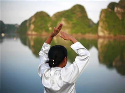 Tai Chi lesson (Halong Bay)
