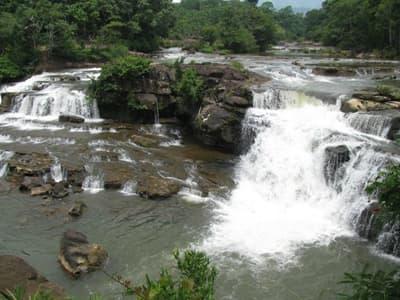 Tad Lo Waterfall pic