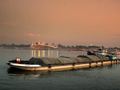 Ayeyarwady River pic