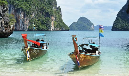 Phi Phi Island One Day Tour by Speed Boat from Krabi with Lunch