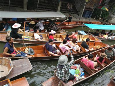 Damnoen Saduak Paddle Boat